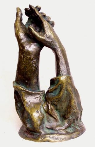 Sculpture of two interlaced hands